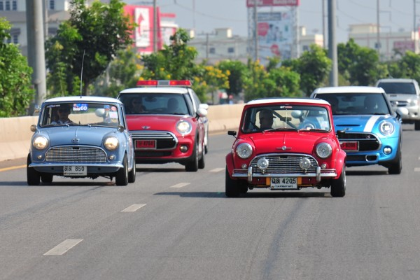 MINI at Hua Hin Vintage Car Parade (1)