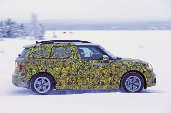mini-countryman-plug-in-hybrid-spied-profile-02